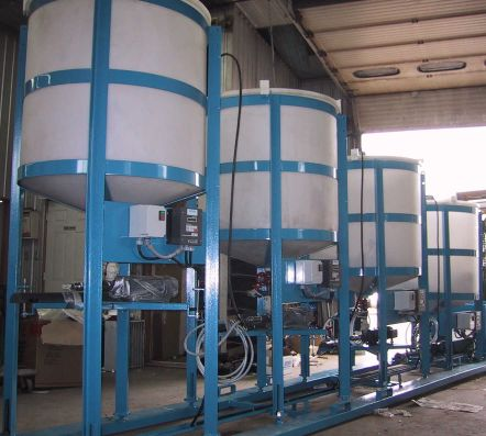 Four cascading pilot plant thickeners configured in a counter-current decantation (CCD) circuit.